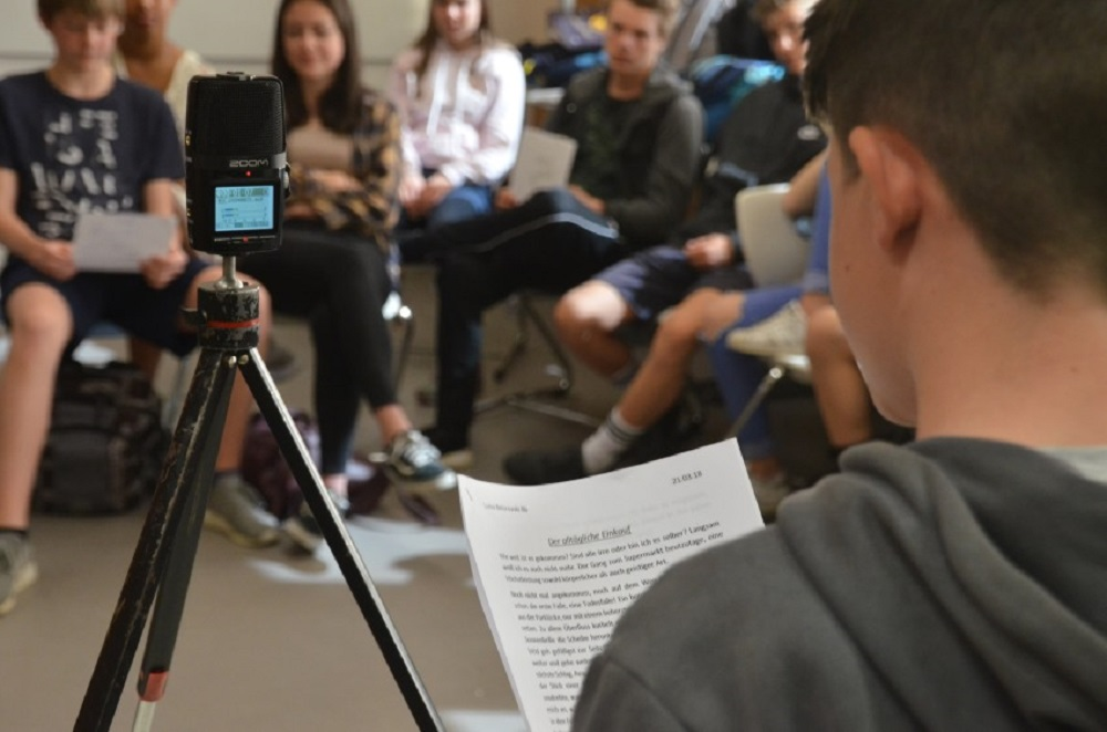 Respect the Poets: Zu Gast beim Poetry Slam der Klasse 8b