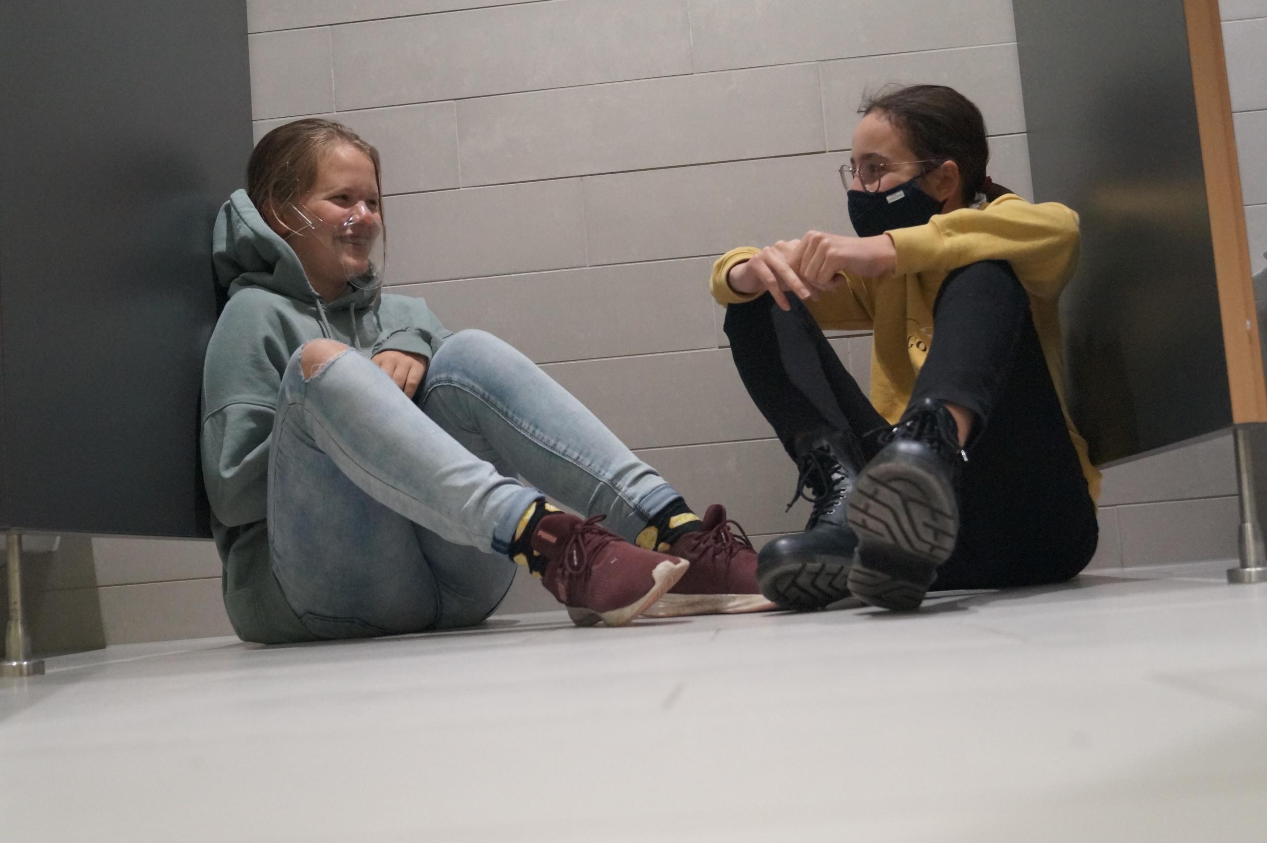 Unbekannte Orte an der Realschule Murnau (Teil 7): Lästern, schweigen, Ruhe finden – die Mädchentoilette